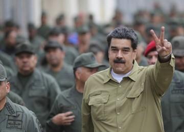 Спрячемся в Колумбии: военные бегут от Мадуро