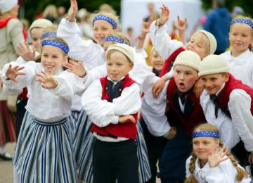 Российские чиновники помогают эстонским националистам