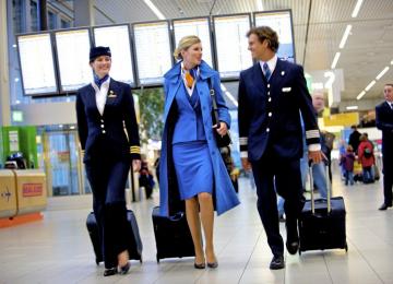 Пять авиакомпаний с самыми красивыми стюардессами