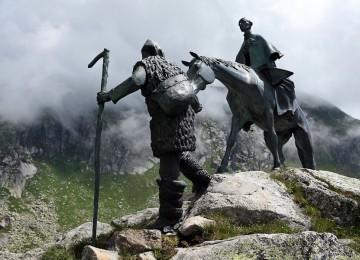 Исторические ценности: в Киеве демонтировали памятник Александру Суворову