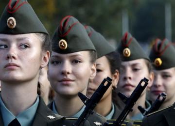 Красивые и опасные: прекрасные девушки в российской армии