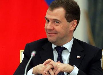 Медведев предложил наказывать чиновников, но ему вряд ли кто-то поверит