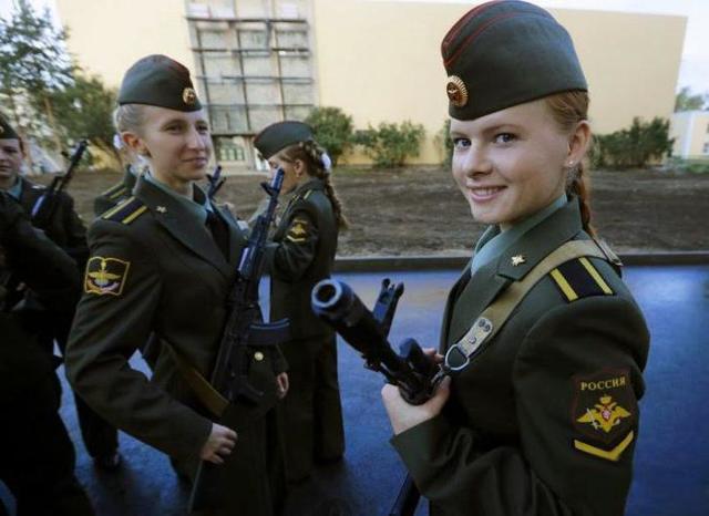служба девушек в армии в россии