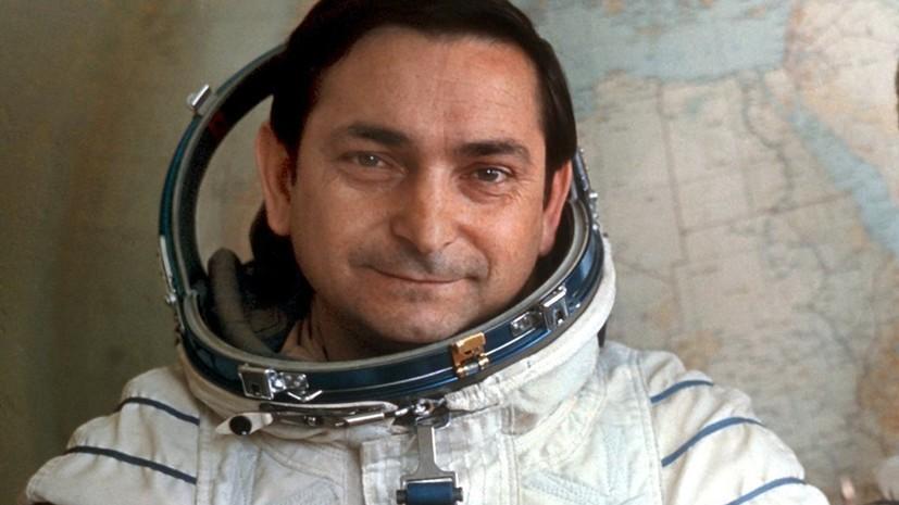 валерий быковский космонавт биография