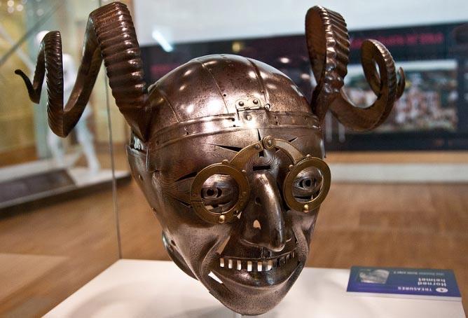 шлем с рогами