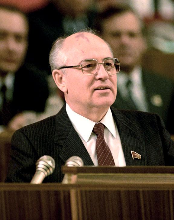 в каком году горбачев ушел в отставку