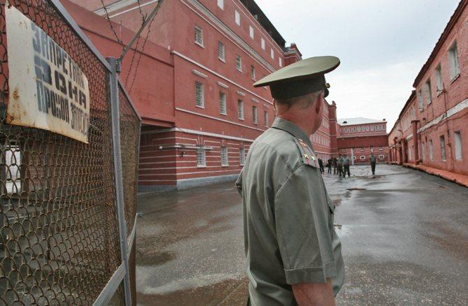 чем отличается тюрьма от исправительной колонии