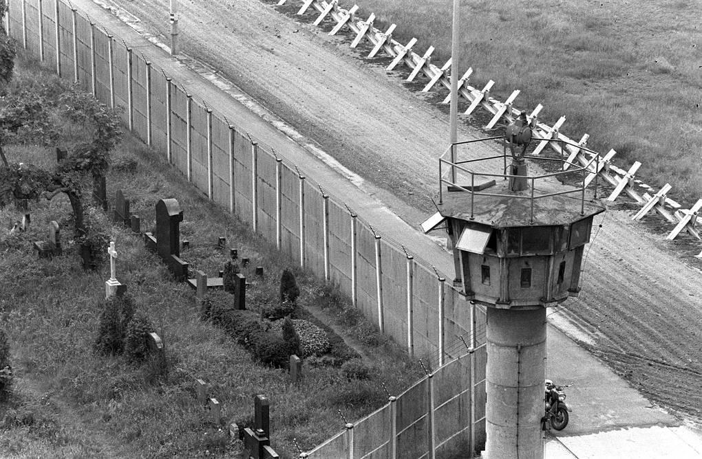 в каком году пала берлинская стена