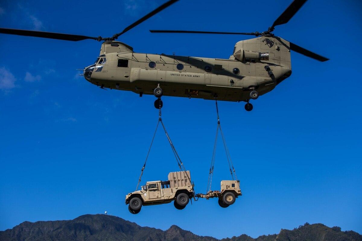 американский вертолет с двумя винтами