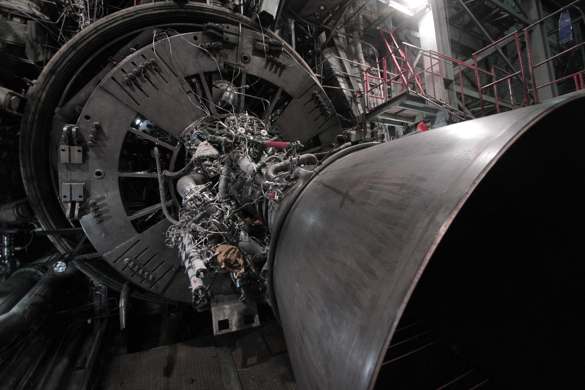 как работает ракетный двигатель