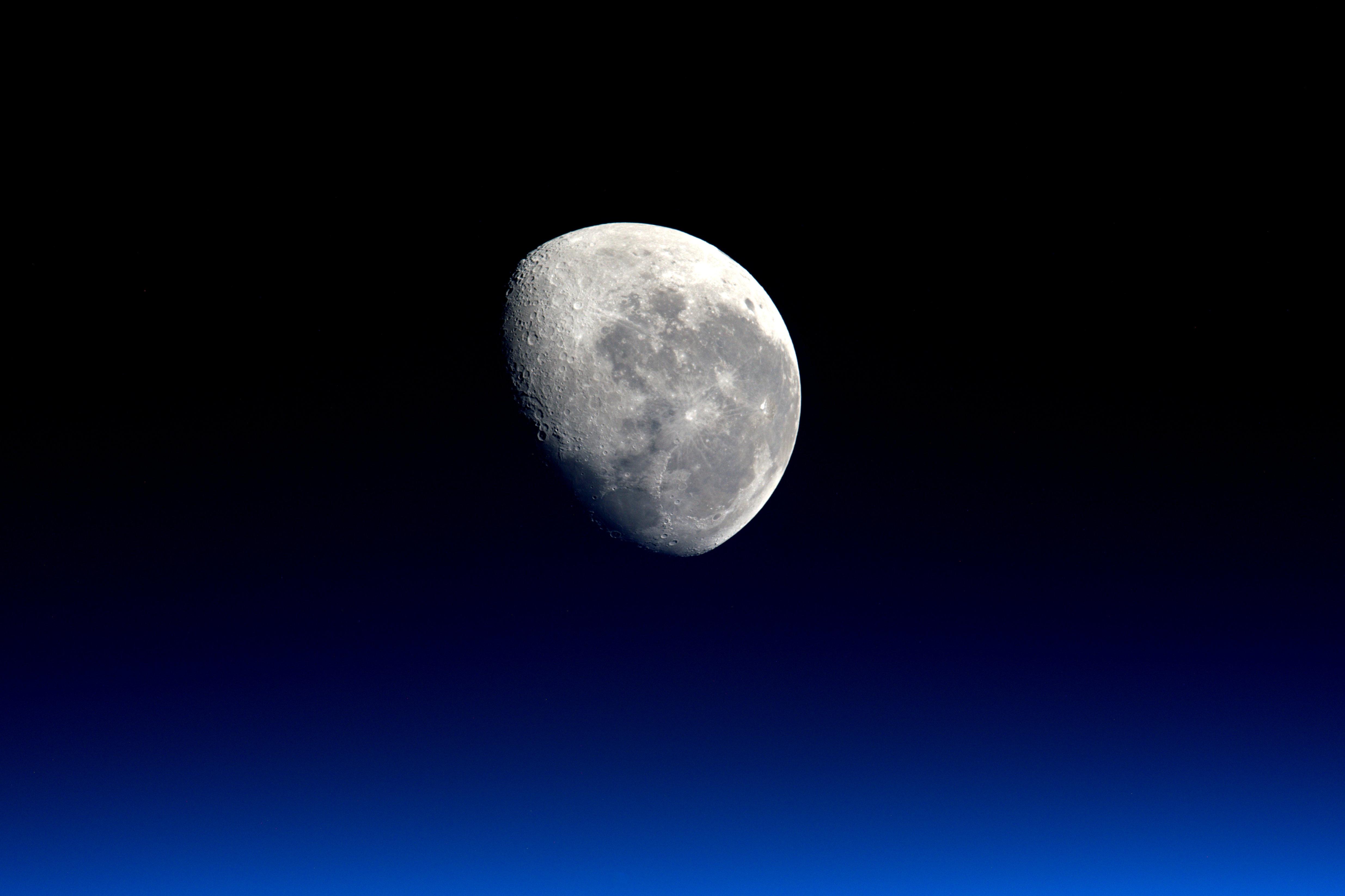 на какой высоте находится космос