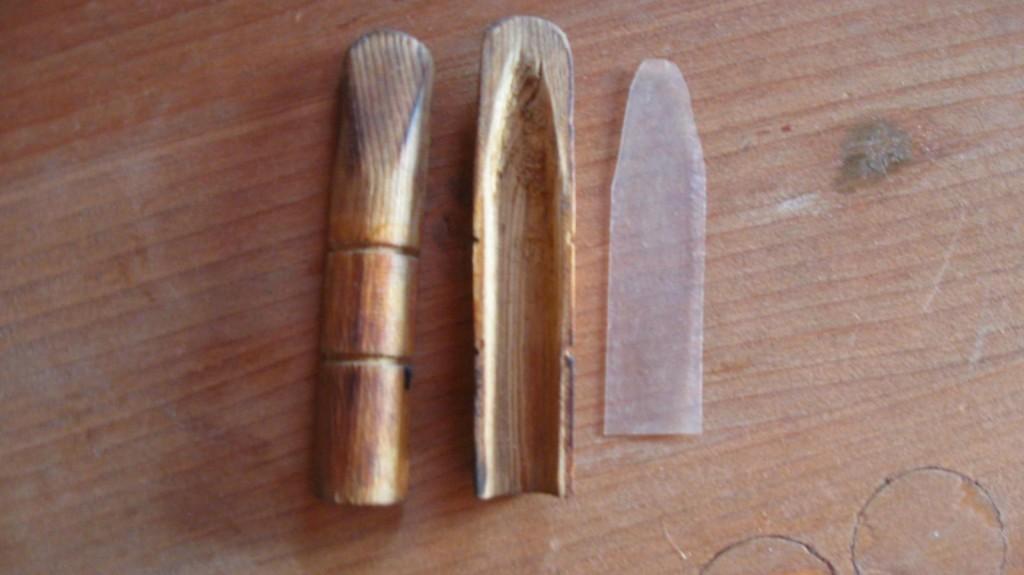 Манок из дерева в разобранном виде