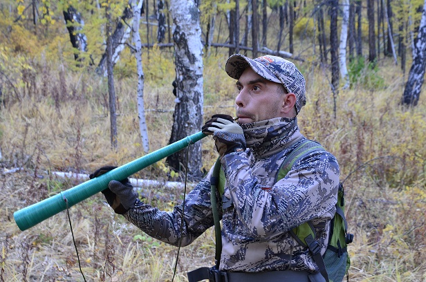 Охотник с манком-трубой