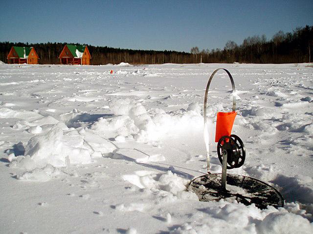 Установленная на льду жерлица