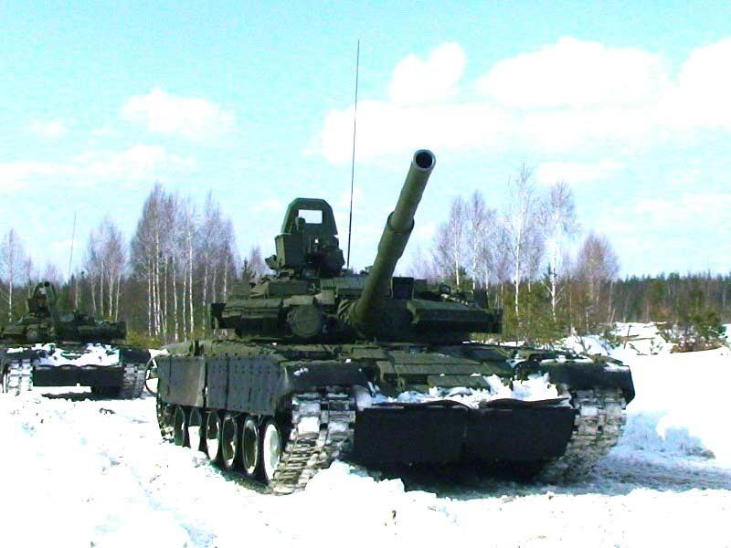 Колона танков Т-80Б