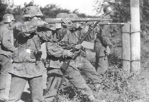Немцы с винтовкой Токарева