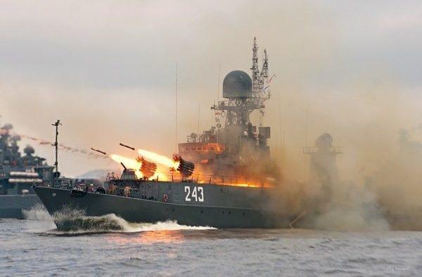 Ракетный залп с корабля