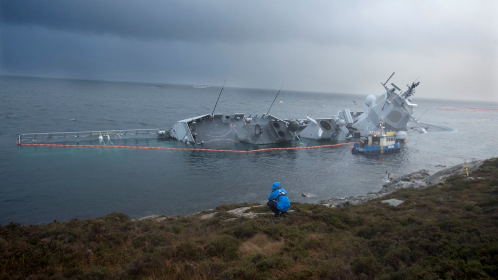 Тонущий фрегат НАТО