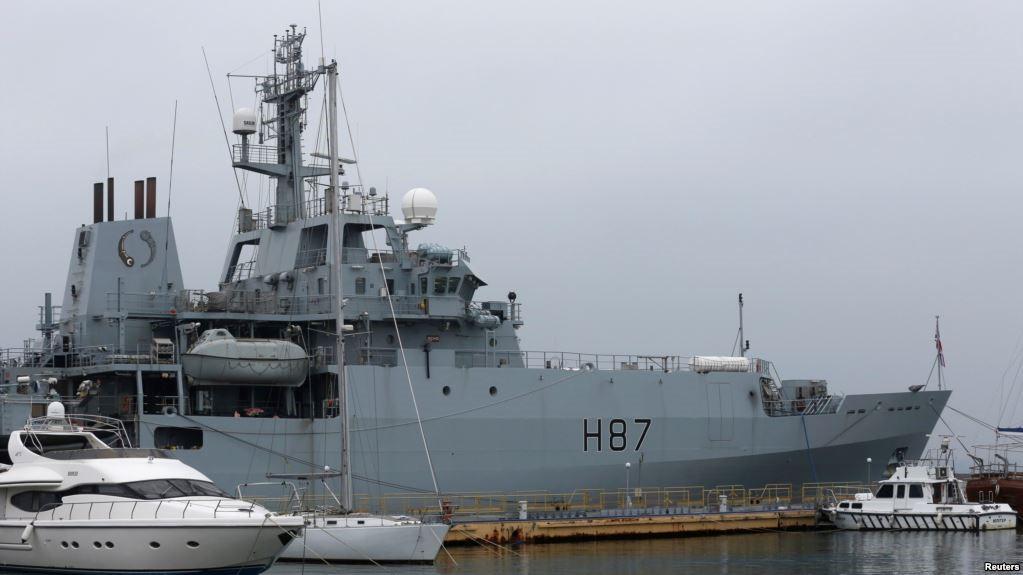Британский корабль в порту
