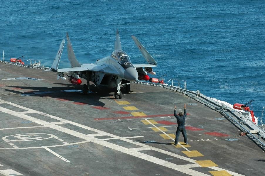 МиГ-29К на борту авианосца
