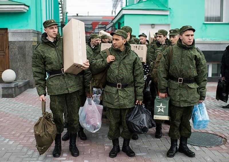 Призывники перед отправкой в армию