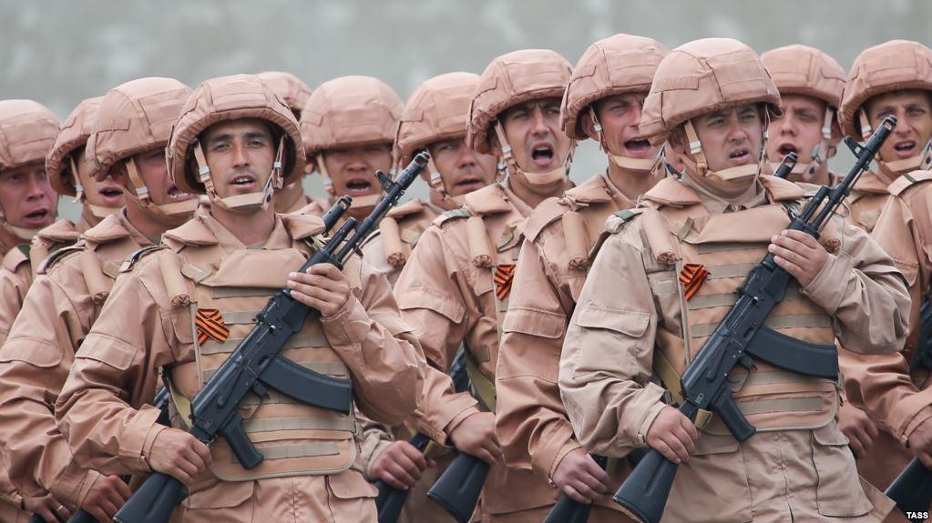 Сирийские солдаты с георгиевской ленточкой