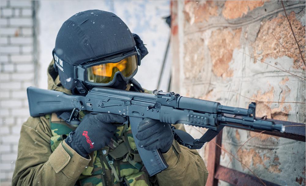 Спецназовец с автоматом