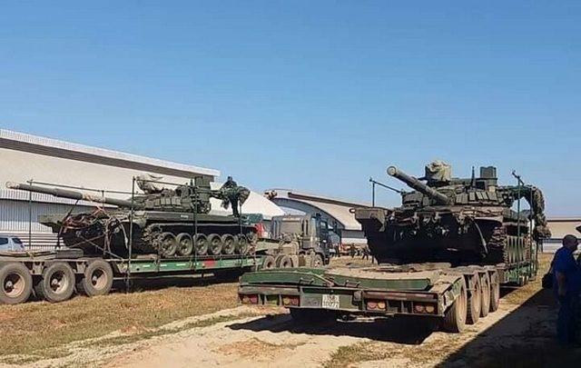 Танки Т-72Б1 следуют в Лаос