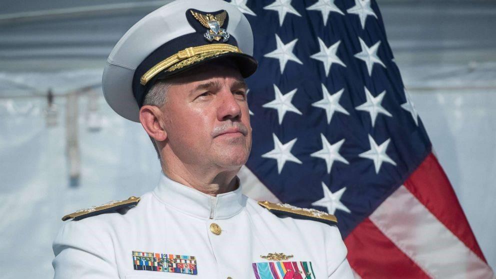 Адмирал американского флота Карл Щульц