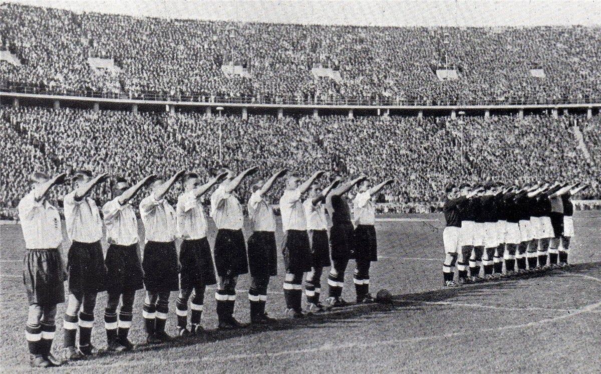 Фашистское приветствие на футбольном матче в Англии