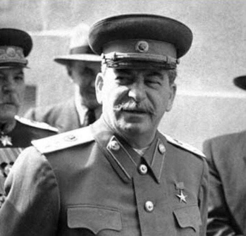 Иосиф Виссарионович в военной форме