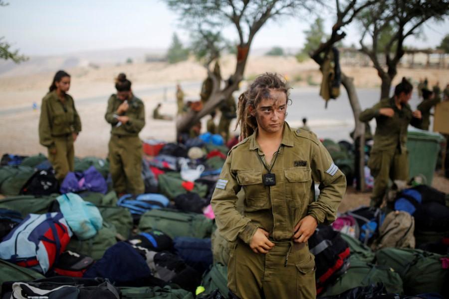 Маскировка женщин-военнослужащих