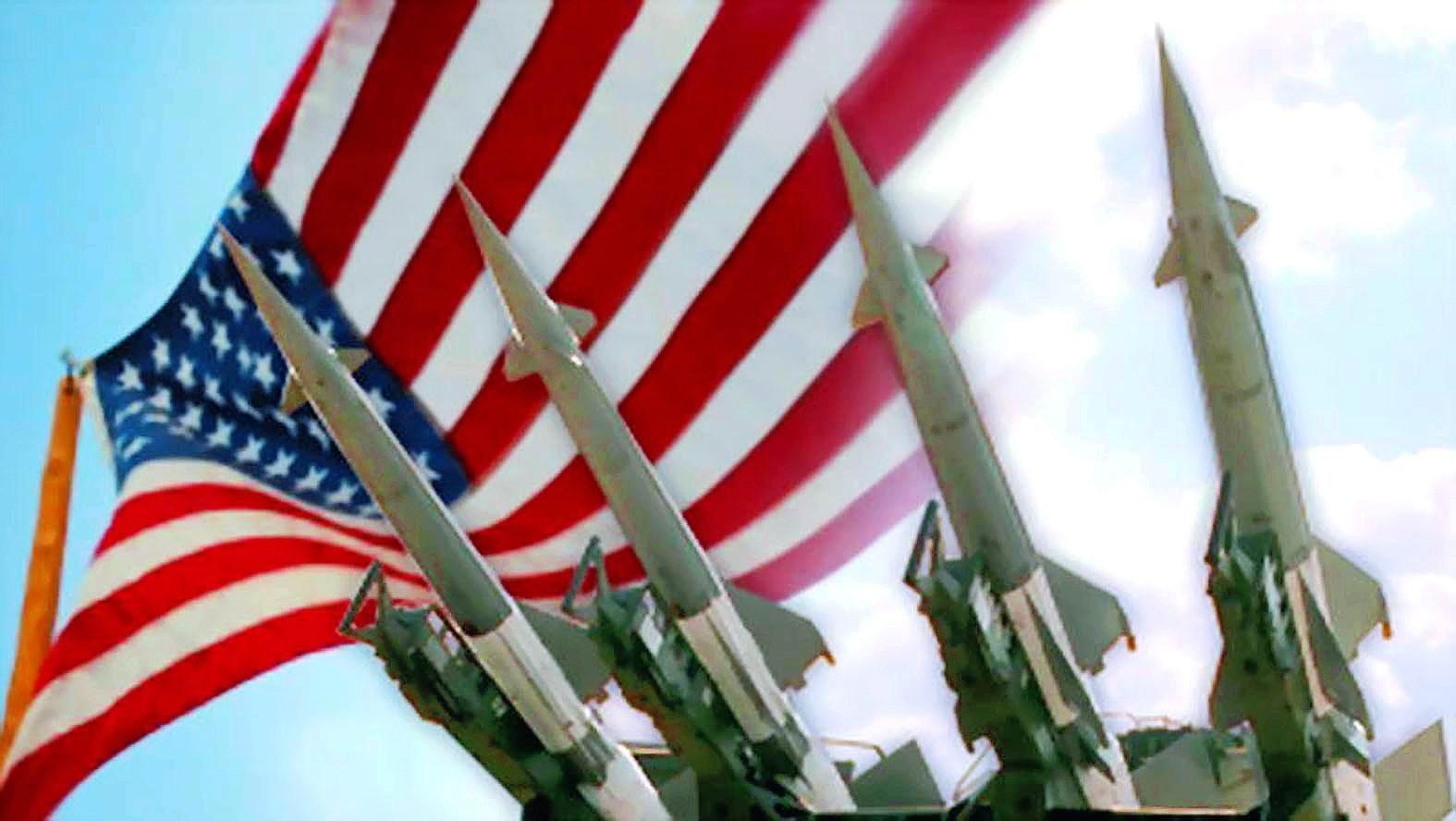 Ракеты на фоне американского флага