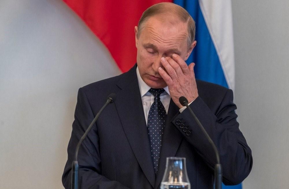 Расстроенный Путин