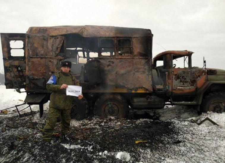 Сгоревший гражданский грузовик