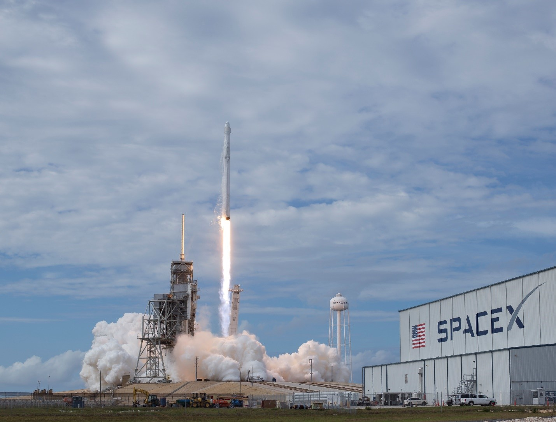 Space-X запускает спутник