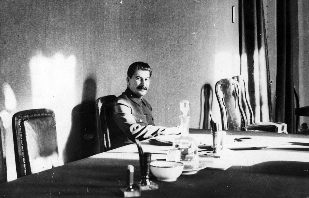 Сталин в кабинете