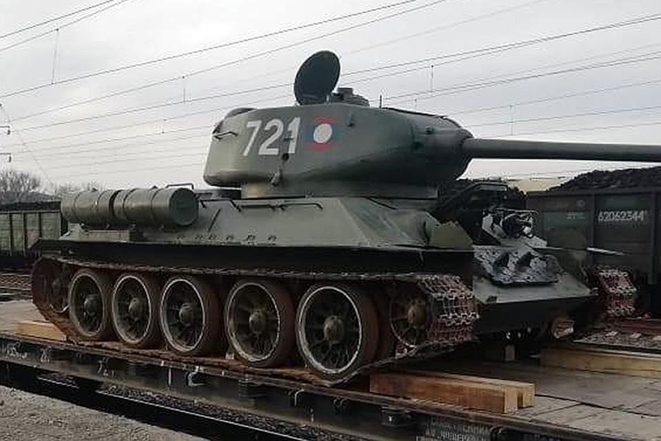 Т-34 на железнодорожной платформе