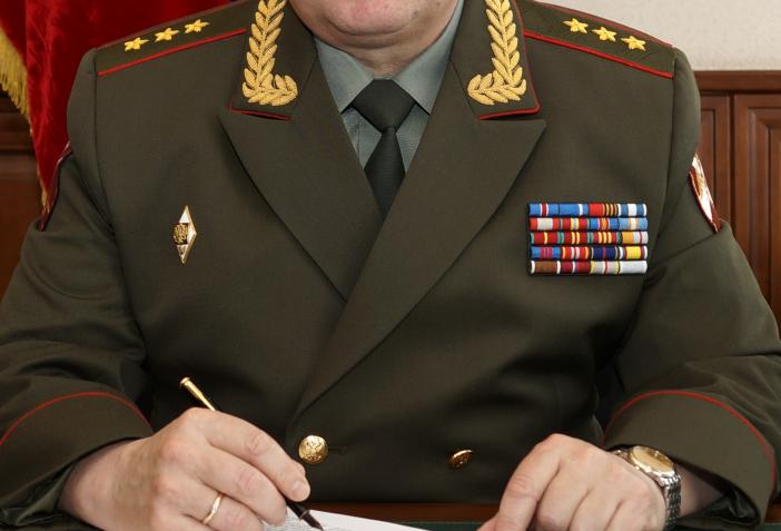 Генерал-полковник в кабинете