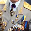 Генерал с орденами и медалями