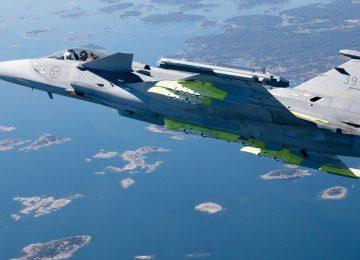 Gripen E выполняет пробный полет