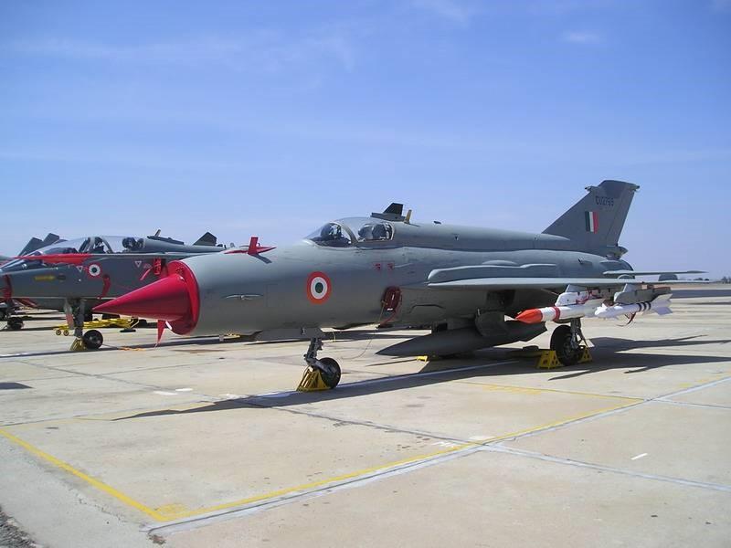 Индийские самолеты на аэродроме