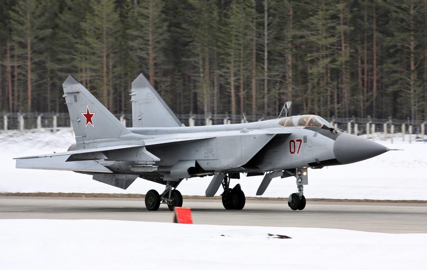 МиГ-31 на арктической базе