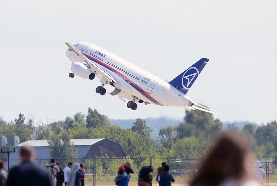 Пассажирский самолет «Сухого»