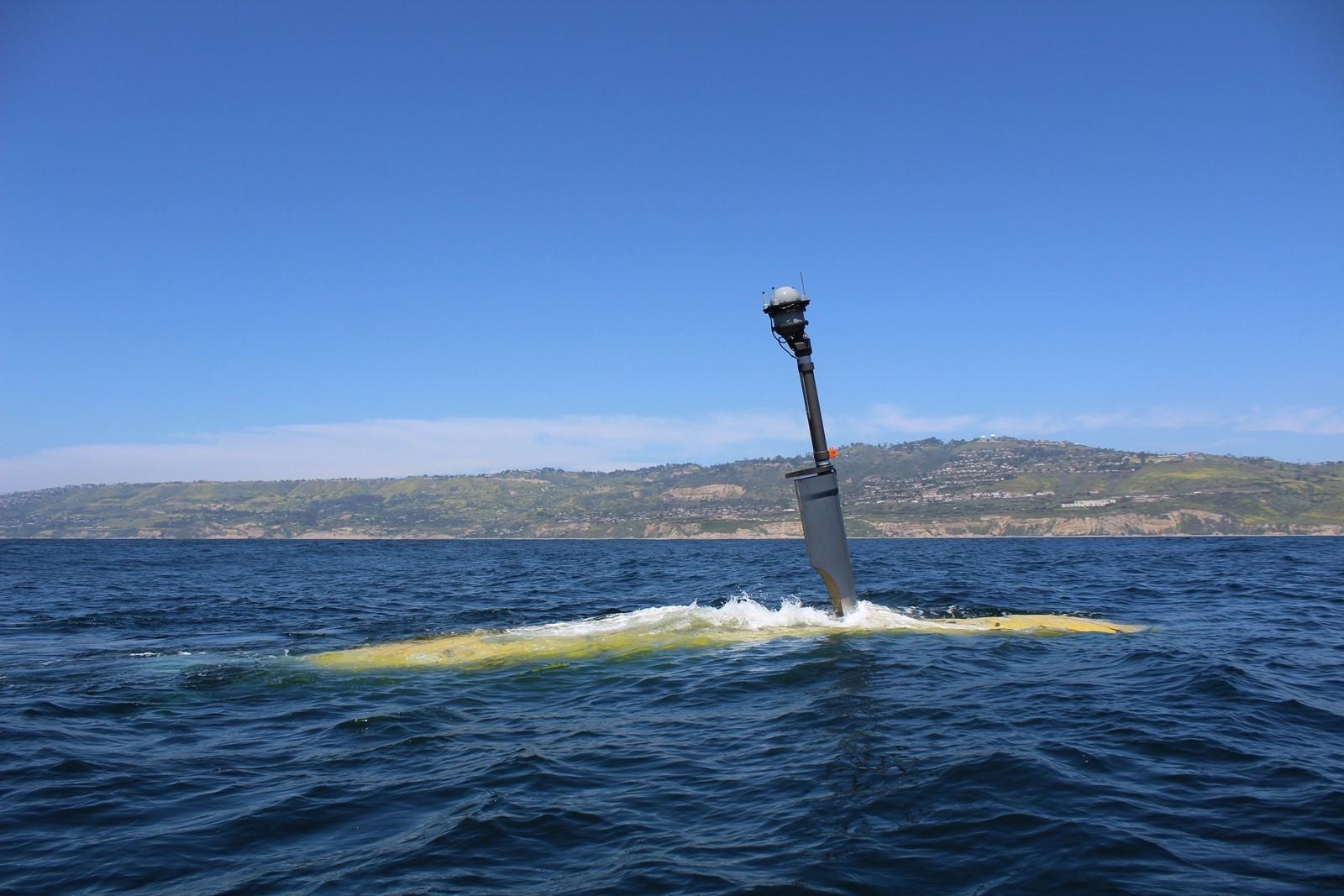 Подводный дрон в море