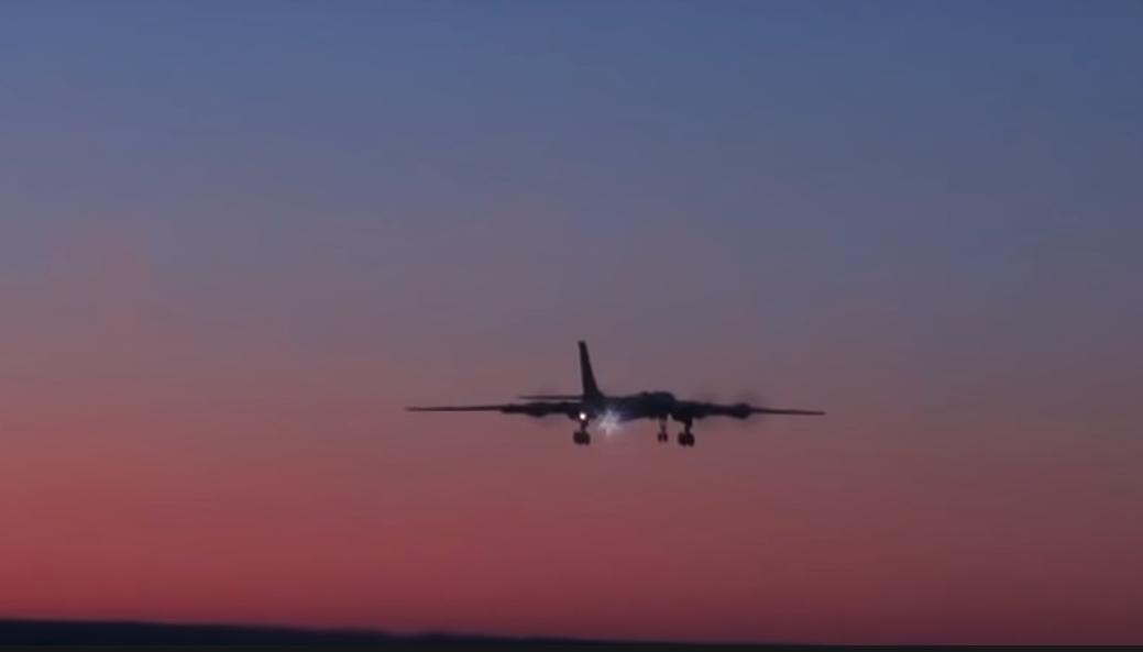 Российский самолет в акватории Тихого океана