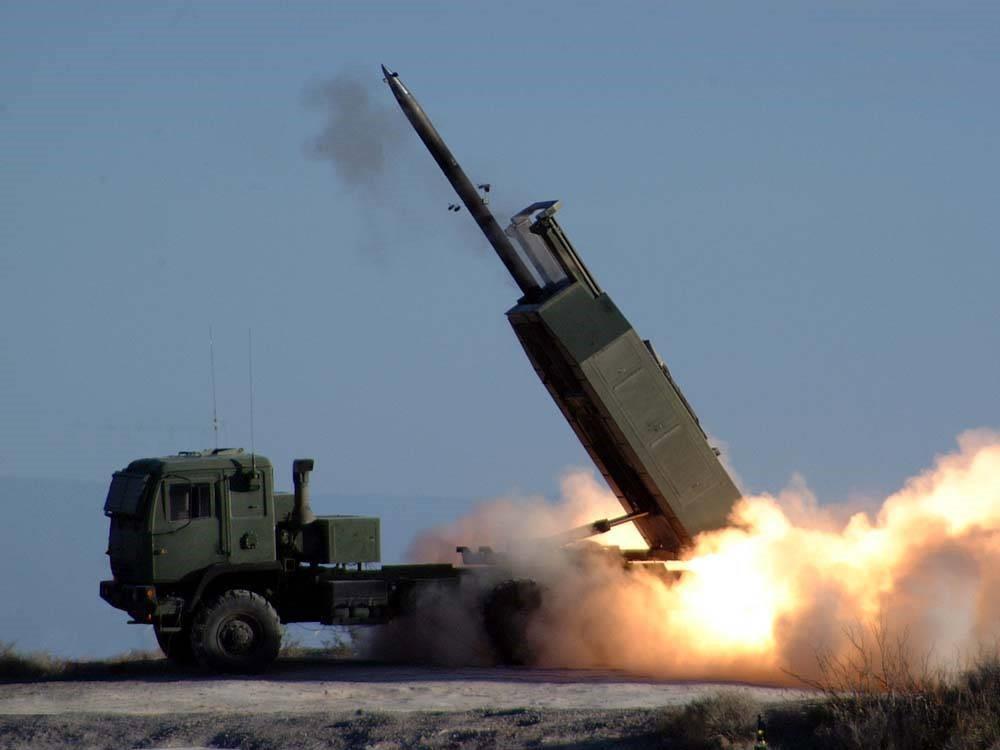 РСЗО HIMARS запускает ракету