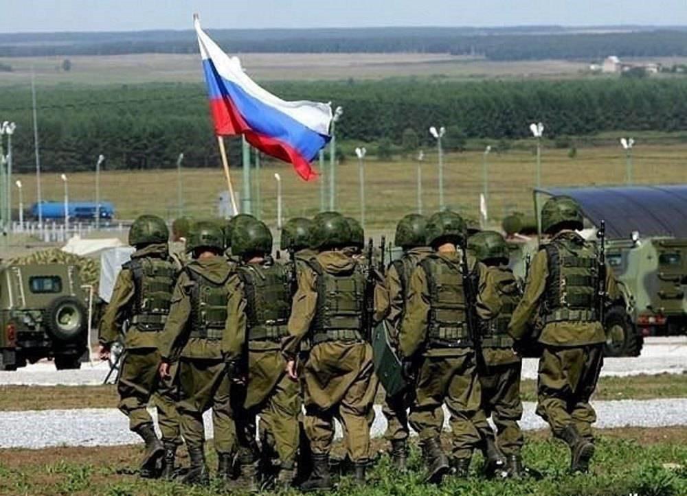 Солдаты с российским флагом