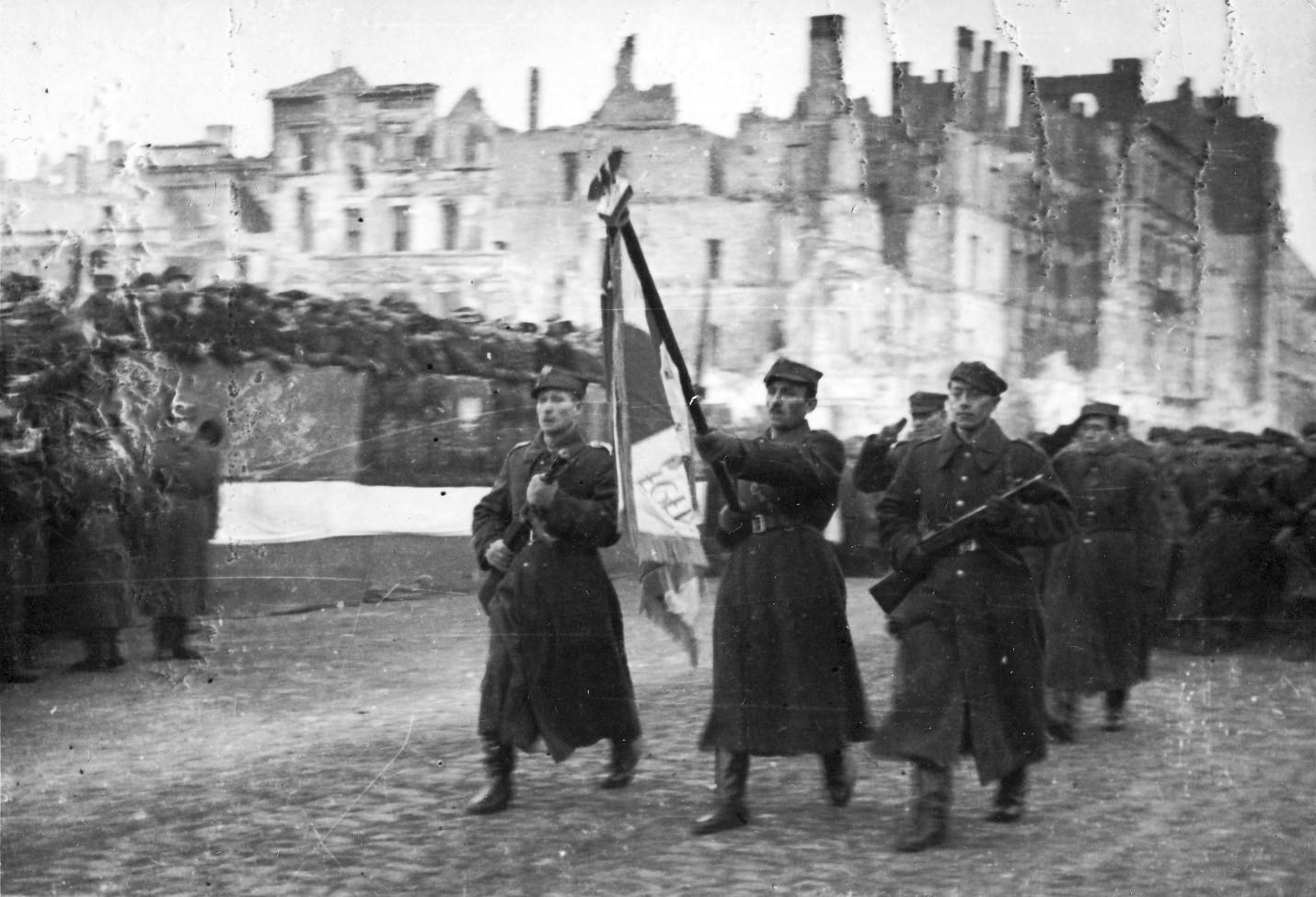 Советские войска освобождают Варшаву