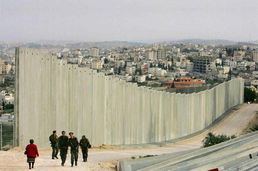 Стены на границе сектора Газа